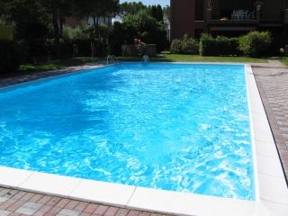 monolocale con piscina, Sirmione