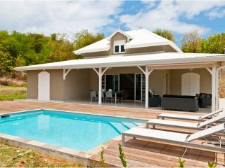 Luxury villas, 4 AC BR, private pool, 100m from the sea