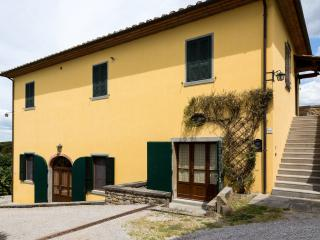 The cottage is in a evocative hamlet in the countryside, a few minutes from Cortona town center