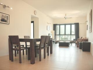 Beautiful views, 3-bedroom apartment on 20th floor, Kuala Lumpur
