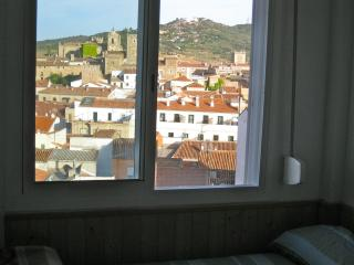 quiet flat with SUPER views, Cáceres