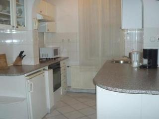 Top floor 2 bedroom classical apartment with balcony - 3196
