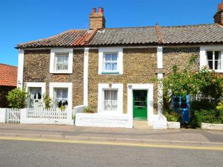 Greylag Cottage - a stone's throw from the Quay