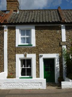 Traditional flint cottage refurbished to a high standard