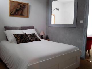 VINCI, Cosy Apt with Terrace in Heart of Amboise