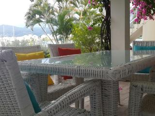 Beautiful 2 bedroom Waterfront Apt with Beach Club Across Street