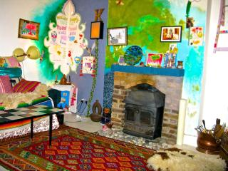 Charming Colorful 1 Bedroom Vacation Apartment