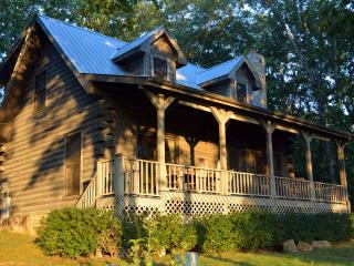 2 BR Mountain Top Cabin, Pet-Friendly, Nearby Golf, Crossville