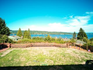 Lake View Home -Romantic Getaway  *FREE WIFI, Seattle