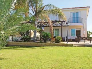 PRMEA22  5 Bedroom Villa, Protaras
