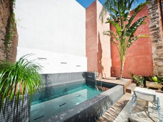 Casa Muralla: town villa in Alcudia, private pool