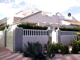 Great location semi detached Villa with pool 254