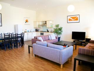St Georges Walk Luxury Apartment sleeps  8, Gosport
