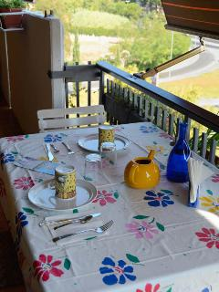 Balcony with diner/breackfast table