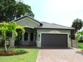 Naples Park - New Beautiful Vacation Home - Superb Quality