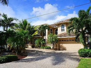 Palm Villa - Estate Home with All Amenities&#59; Waterfront Gulf Access, Boat Lift, Kayak Access, Cape Coral