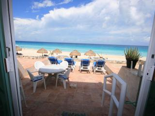 Lovely Villa 4, Open for Vacation rentals! At  Solymar Cancun Condo