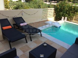 Luxury Apartment with Pool Near to Sea in Town, Porto Heli