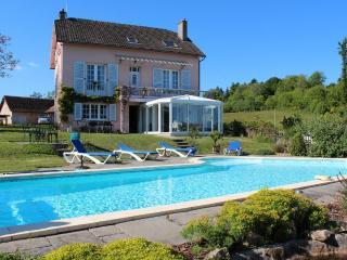 gite plein de charme, grande piscine chauffée 28°, Haute-Vienne