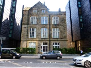 Award winning Quartermile 3 bedroom apartment, Edinburgh