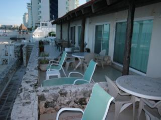 Beautiful Condo 4001  at Cancun PLaza Ocean Front!, Cancún