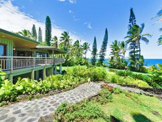 Hale Kakahi Oceanfront 3BR on 3 Acres - Million Dollar View, Affordable Rate