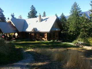 Silver Spruce Lodge-Log home less than 2 miles from town