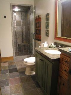 Queen Bedroom Ensuite Bathroom