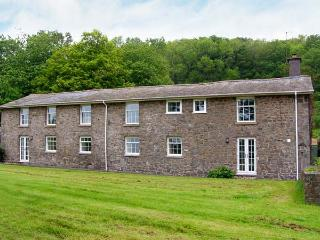 OLD RECTORY COTTAGE, swimming pool, hot tub, woodburners, beautiful views, near Newtown, Ref. 903548, Caersws