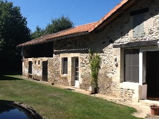 French Cottage on Charente lake (Pine Cottages), Lesignac-Durand