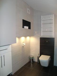 Mezzanine en suite bathroom