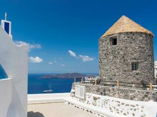 Damia Windmill-Traditional Villa with Caldera View, Imerovigli