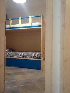 camera piccola con letto a castello