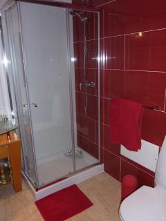 En suite to ground floor bedroom