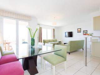 Luxury 3 bedroom apartment in Central Cannes beside Palais, beach, bars & restaurants.