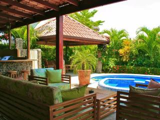 EcoVida Casa Colores with Private Pool! Walk to the beach!, Playa Bejuco