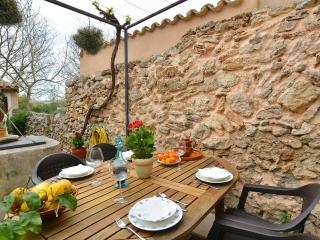 Mallorca traditional townhouse 4/6 pers, Llubi