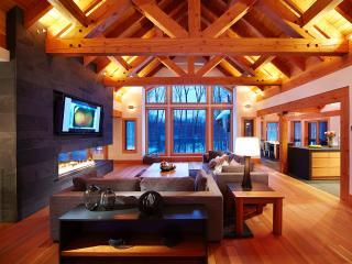 Modern Deluxe Villa 5brs Private Spa, Billiards, Mont Tremblant
