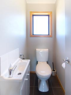 Separate Toilet, Parkview Apartments, Tongariro National Park
