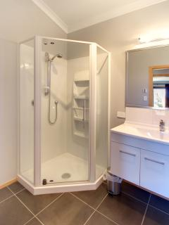 Bathroom, Parkview Apartments, Tongariro National Park