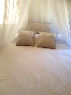 Queen size bed, with optional mosquito net