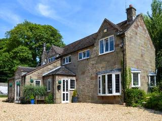 THE OLD BARN, family friendly, luxury holiday cottage, with a garden in Farley