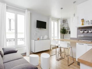 Pretty flat in the heart of Montmartre, Paris