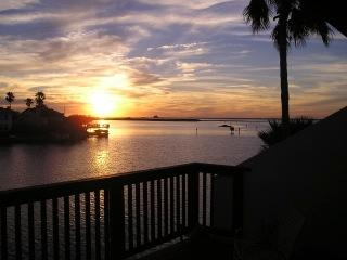 PUENTE VISTA UNIT 236 Waterfront condo, boat slip, near beach, great fishing!, Corpus Christi
