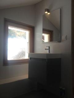 Bathroom (up-stairs)