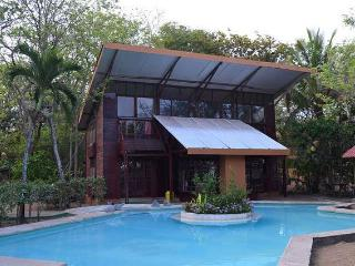 Casa De Madera beachfront surf retreat!, Playa Grande