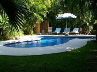 Beach House Villa w/ pool.. 30 sec to the beach !, Playa Grande
