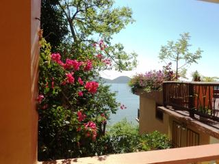 Studio apartment ocean front balcony Zihuatanejo