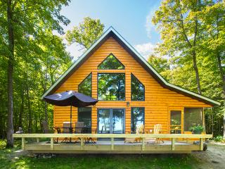 Classic American Summer in a Lakeside Cabin - Strawberry Lake Cabin, Detroit Lakes