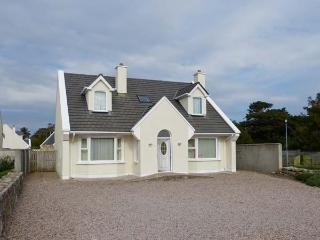 8 BRUACH NA MARA, detached, pet-friendly, stove and open fire, in Carna, Ref 916223